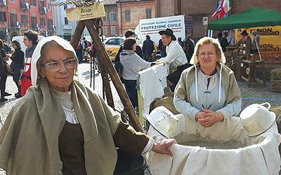 Antichi mestieri - filatura - Spettacoli medioevali