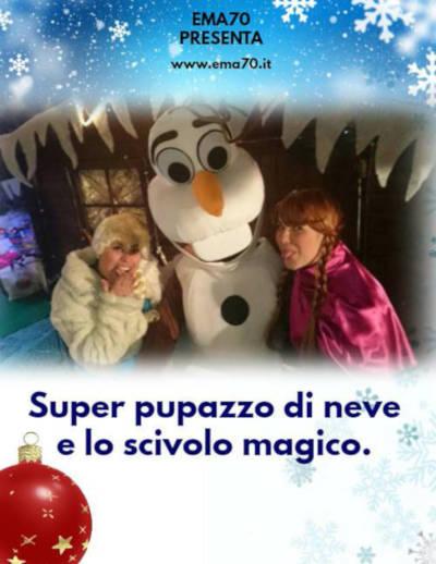 Super pupazzo di neve e lo scivolo magico