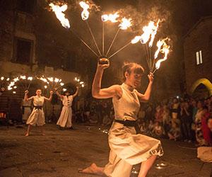 Spettacoli medioevali con il fuoco
