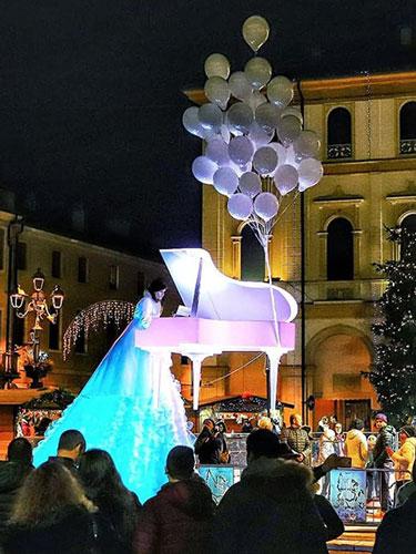 Spettacoli di piazza - pianoforte volante